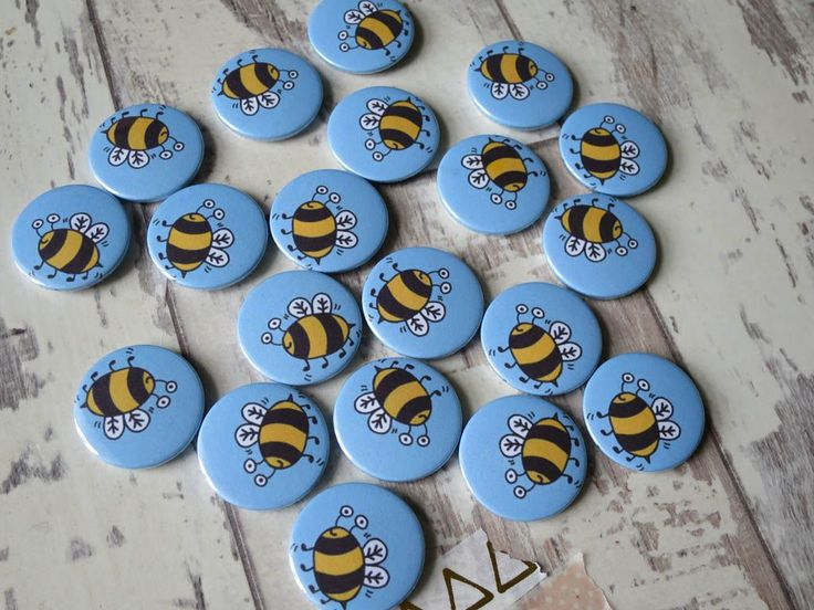 Bumble bee badges for a nature reserve. We have a great range of cute bee badges… – Button badges