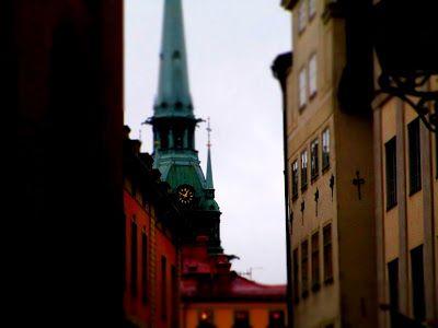 Matkojeni blogi: Gargoilit, vedensyöksijät Tyska kyrkanin katolla naukuvat. Miau.