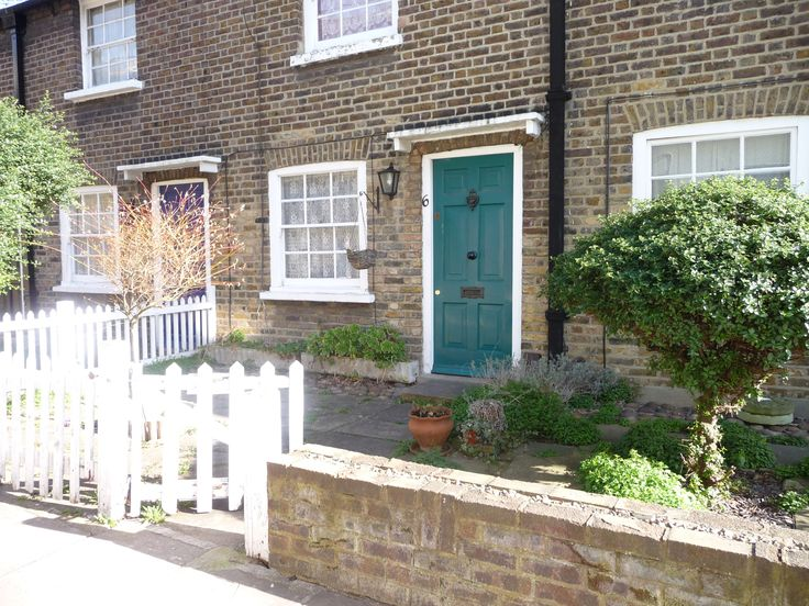 #Richmond in #London has such beautiful corners you'll want to live there forever...if you can afford it! www.thelondonsalad.com