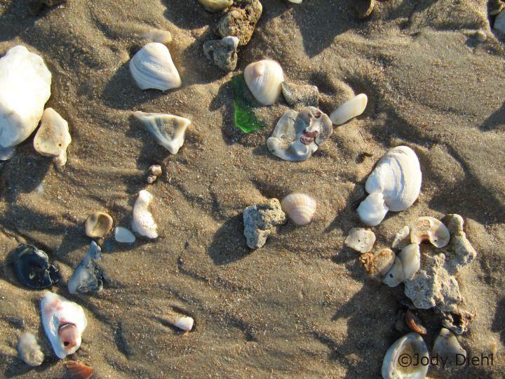 Search for sea glass at Surfside Beach, Texas Beach Treasures and Treasure Beaches.com
