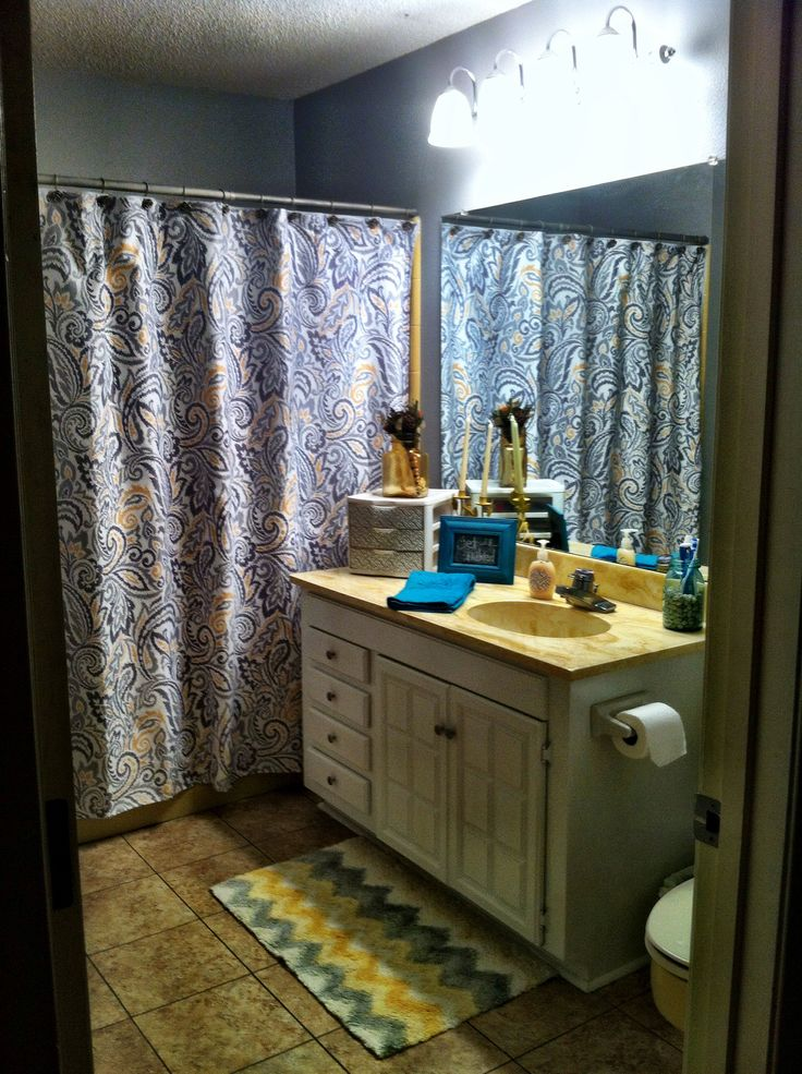 Gray and yellow bathroom turquoise accents what is for Yellow bathroom accents