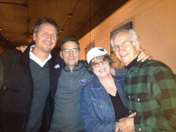 Jim Caviezel con il fratello Tim e mamma e papà dic 2014 Poi-1571