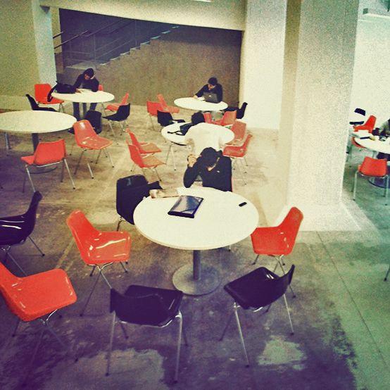La sala de lectura Rolf Mantel, un homenaje a una eminencia que vio nacer a la Di Tella.