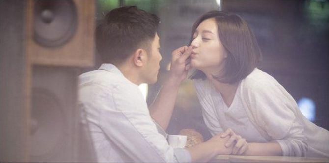 "Jin Goo and Kim Ji Won's Romance Revealed in New ""Descendants of the Sun"" Stills"