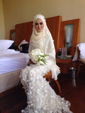 Bridal hijab ! http://www.dawntravels.com/umrah.htm