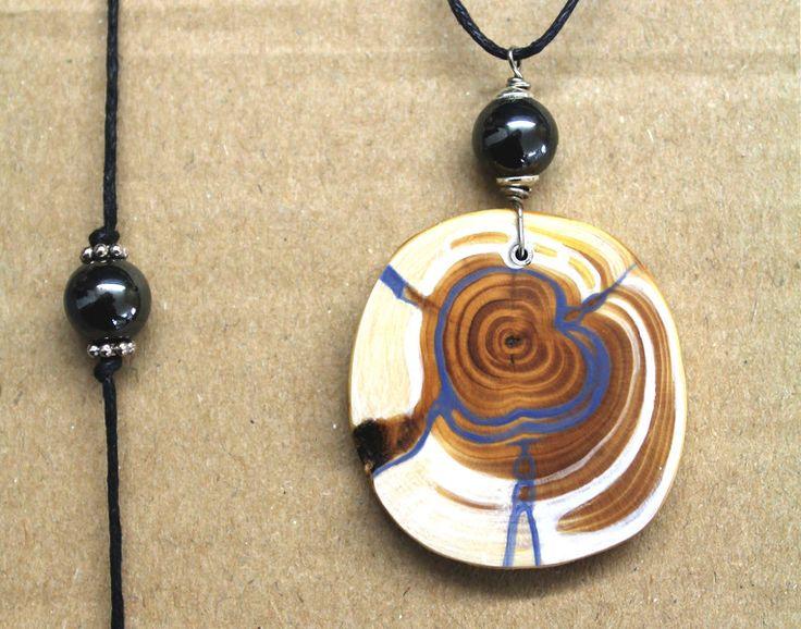 Holzschmuck - Amulett mit Eibe und Hämatit mit Armband - ein Designerstück von TirolZirbe bei DaWanda