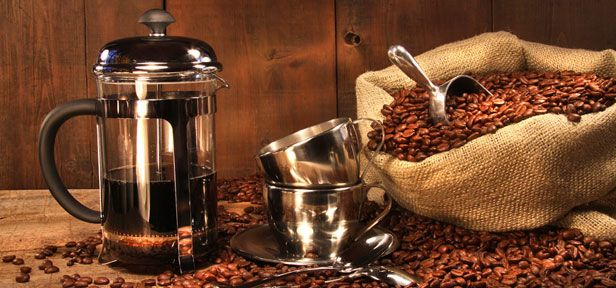Wir kennen da einen Kaffeebereiter, der die größte Garantie auf Aroma verspricht – ganz ohne aufwendige Technik oder einen Stecker: die French Press.