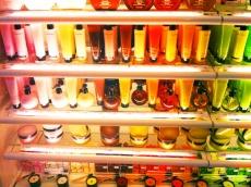 Since there is no more stores Sephora in Moscow, I always rush there abroad. По-скольку в Москве магазинов сети Сефора больше нет, то оказываясь за границей, я неизменно устремляюсь туда.