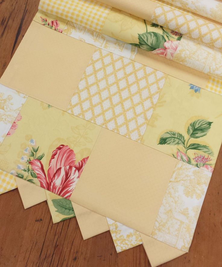 Toile patchwork table runner floral yellow pink shabby for Toile shabby chic