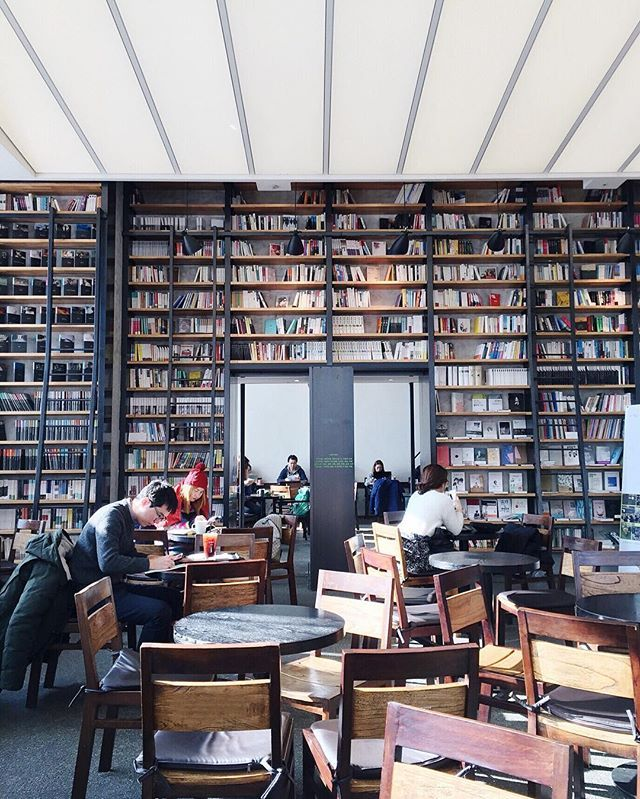 SALLYJSHIM TRAVELOGUE Cafe Comma • Seoul, South Korea • Hongdae . . Book cafe run by Korean publisher, Munhak Dongnae Publishing Coffee, tea, desserts . . Open / Monday - Sunday Hours / 11A-12A Address / 408-27 Seogyo-dong, Mapo-gu Phone / 02-323-8555