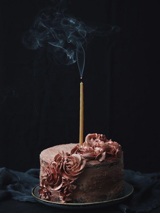 En saftig chokladtårta med körsbär  aa6fd2b2eb107