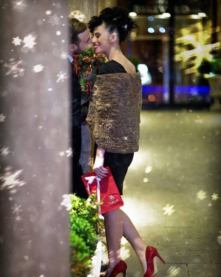 Încă o sărbătoare, încă un prilej de a-i prețui și de a-i face fericiți pe cei dragi nouă, iată ceea ce trebuie să reținem și să ducem mai departe în anul care vine.  Iar dacă bijuteriile se înscriu în lista de dorințe a celor pe care îi iubești, te așteptăm cu drag la Sabion.   #bijuteria #sabion #romania #cluj #sibiu #iuliusmall #bucuresti #bucharest #christmas #presents #redbag #golden #luxury #moments #remember #treasure #live #love #enjoy #life #decembrie   Sabion. Dăruiește amintiri.