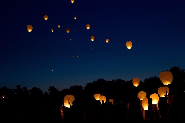 Love this lantern release idea! So cool! Photo by Eileen. #WeddingPhotographerMinnesota #WeddingIdeas #LanternRelease