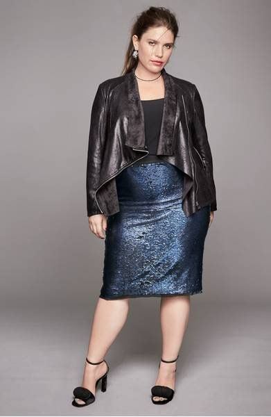 A blanket of liquid-shine sequins in a rich two-tone design brings round-the-clock glam to a curve-hugging skirt in stretch mesh.