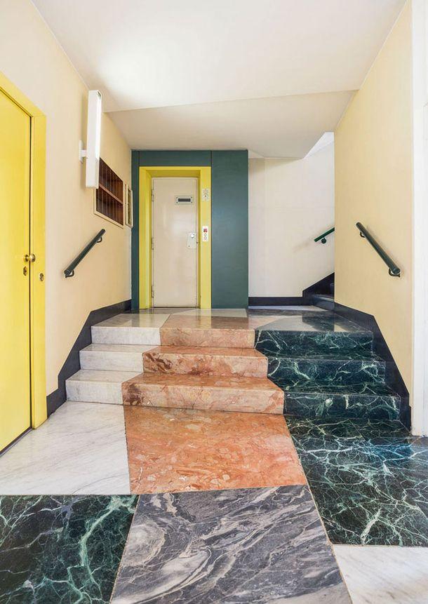 1952-1956, архитекторы Джо Понти, Антонио Форнароли, Альберто Росселли.<br /> Бра по дизайну Джо Понти. Пол: серпентинит Verde Acceglio, мрамор Porta Santa, Carrara Bardiglio и Carrara Bianco.