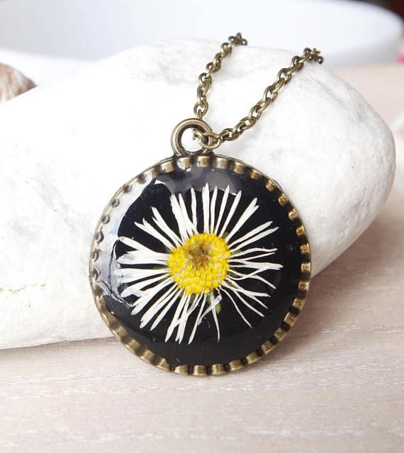 Real daisy necklace  Resin necklace Pressed flower jewelry