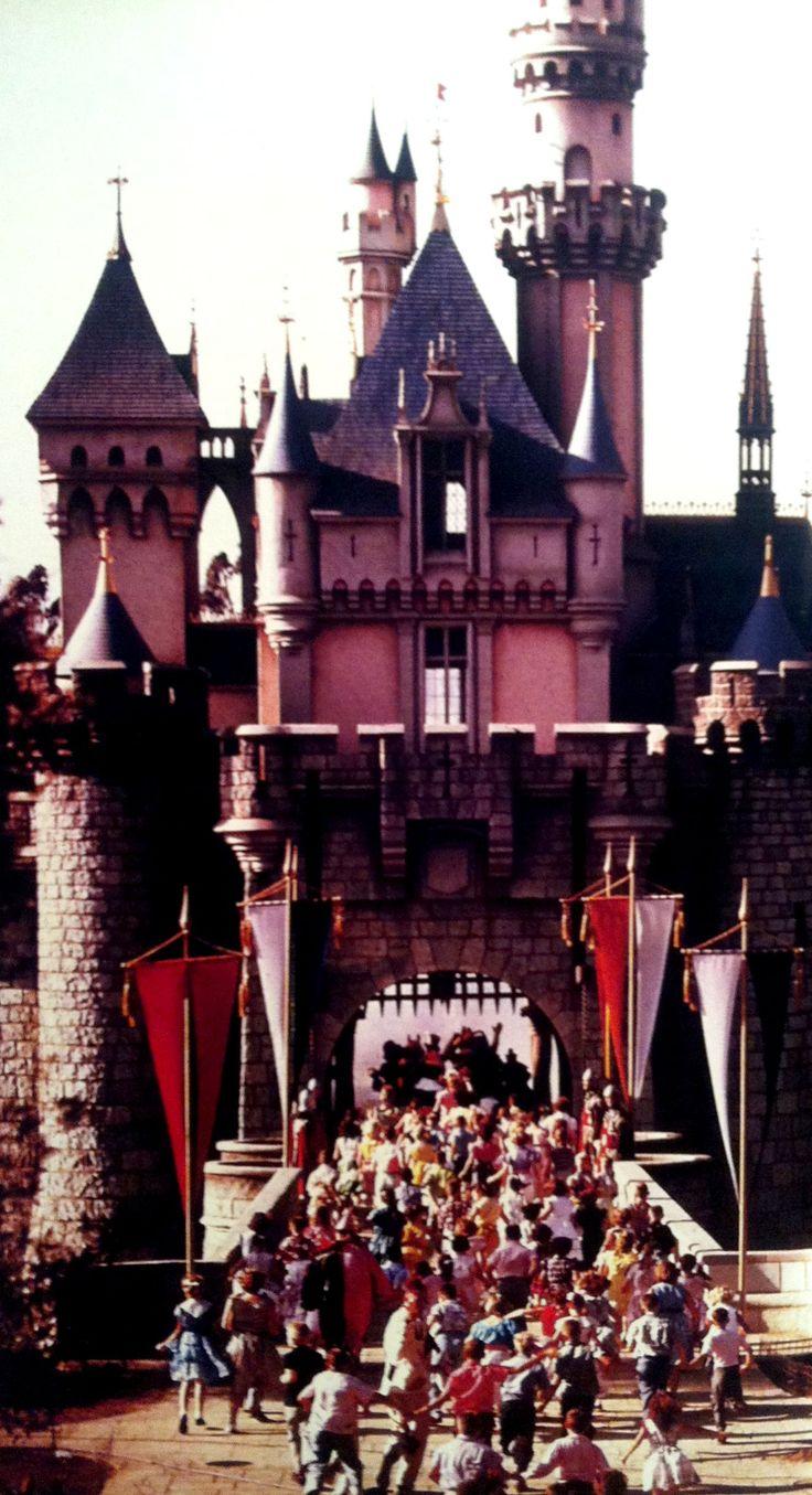 Best Disneyland Opening Day Ideas On Pinterest July - 18 amazing rare colour photos disneyland 1955
