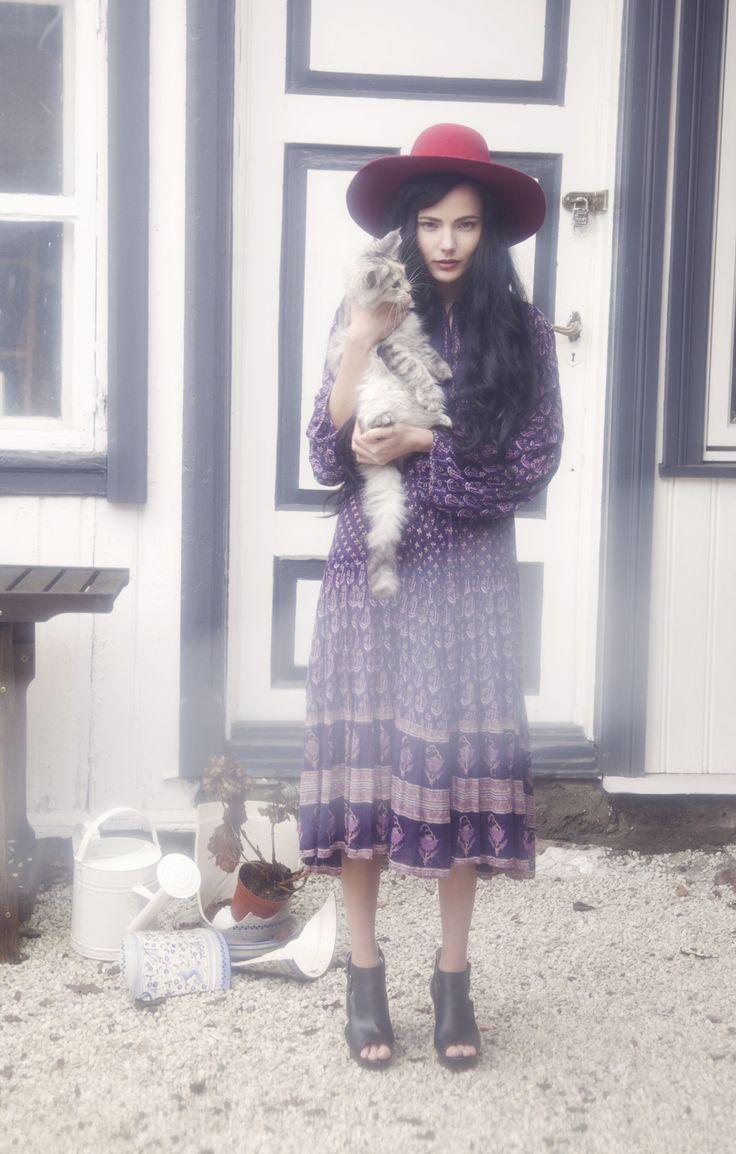 Evig Vintage Lookbook SS13 Exotic Infatuation. 70`s bohemian gauze indian hippiedress with metallic details.