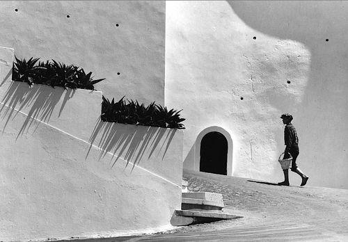 """Eduardo Gageiro - """"Olhares"""", Sines, Portugal, 1974."""