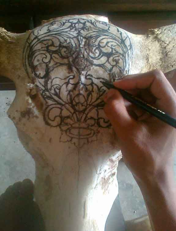 How to carve A Buffalo Skull http://www.baliorganicarts.com/product/other/skull-carving.php