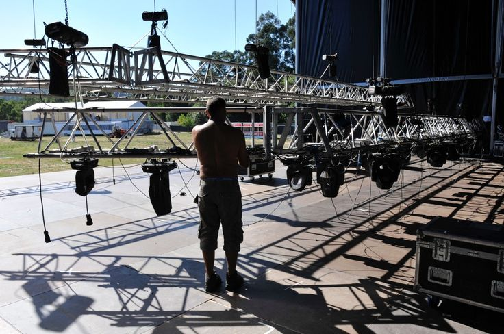 Últimos preparativos do Palco Principal   #recinto #palcoprincipal #ultimospreparativos #estaquase #festival #vilardemouros #arockardesde1971