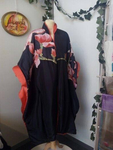 Pieza única, seda pintada a mano y bordada, kimono exclusivo, alta costura, Annie Brea & Marina Sanchez, Costura.  Se hacen piezas por encargo.