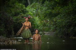 Mentawai Ινδονησία: Η φυλή που δεν έχει «αγγίξει» ο δυτικός κόσμος