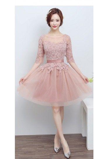 Pentru un #look de printesa, alege o #rochie #eleganta cu #broderie si asorteaza-i o pereche de pantofi stiletto, iar noi iti garantam ca vei obtine o #tinuta perfecta pentru serile tale speciale.