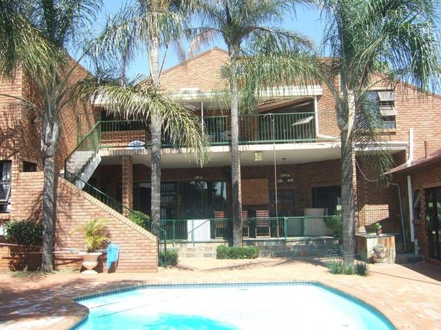 7 Bedroom House For Sale in Waterkloof Glen | Reliance Auctions