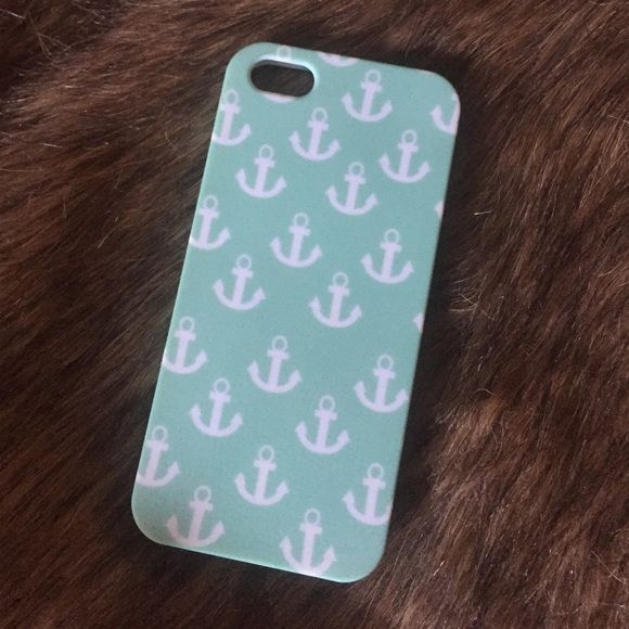 ⚓️Anchor Phone Case⚓️ Adorable mint green iPhone 5 case! It is more of a stiffer rubber case and fits slightly over the edges of your phone screen! Accessories Phone Cases