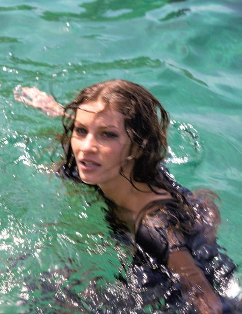 Giselle Bündchen photographed by Michel Comte for Vogue Italia Fashion Editor: Cathy Kasterine #inspiration #blog #blogger #tumblr #fashion #style #models #photography #vogue http://www.midnight-charm.com/