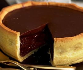 Salted Chocolate Puddle Pie: End your dinner party on a high note with elegant salted chocolate puddle pie. http://www.bakers-corner.com.auhttps://www.bakers-corner.com.au/recipes/pies-and-tarts/chocolate/salted-chocolate-puddle-pie/