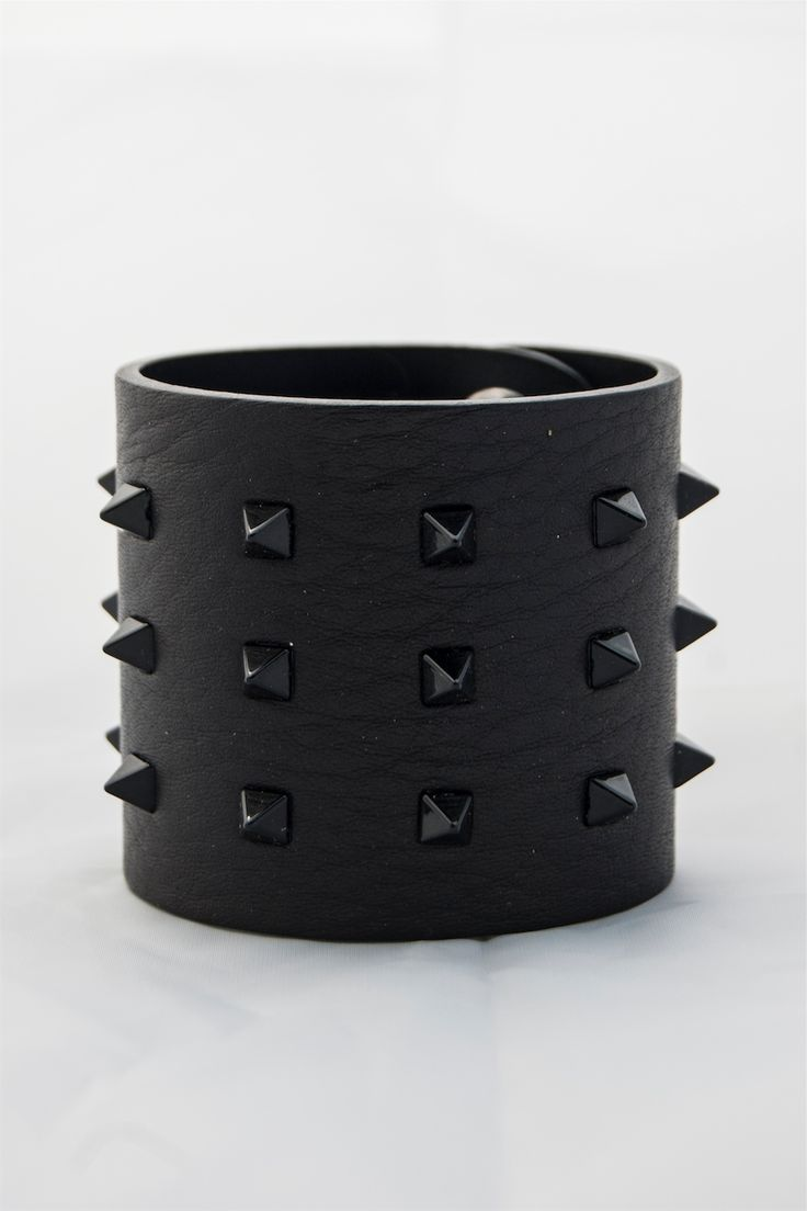 leather man's bracelet of calf. buy it in our e-commerce! #leather #man #look #moda #fashion #vogue #bracelet