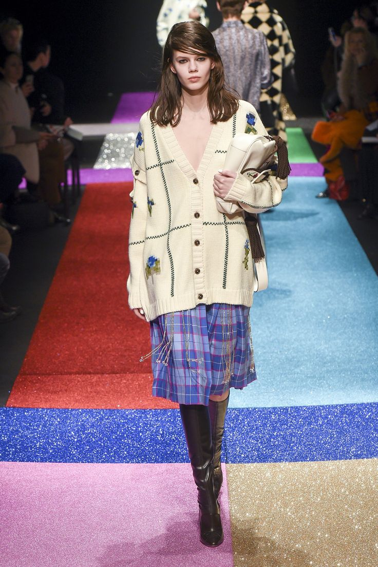 The complete Marco de Vincenzo Fall 2018 Ready-to-Wear fashion show now on Vogue Runway.