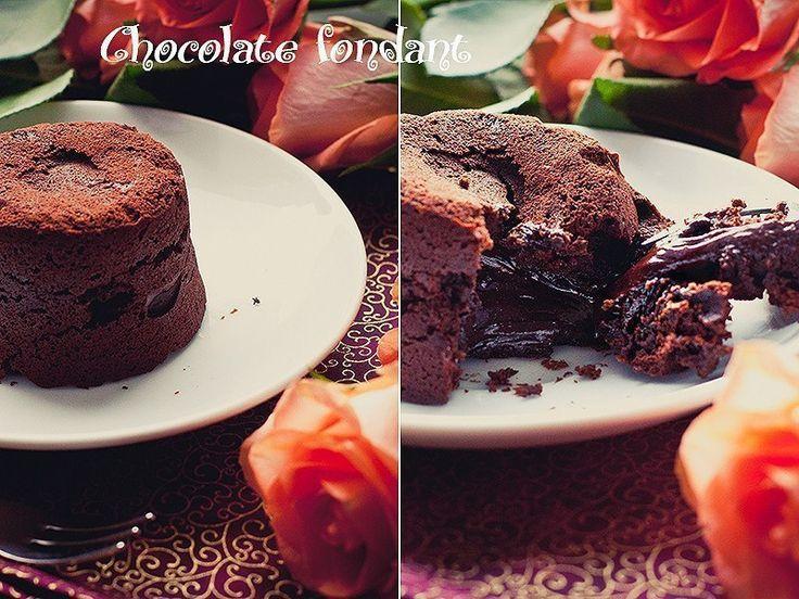 Шоколадный фондан от Джейми Оливера.  Шоколадный фондан... это такой шоколадный кекс со вкусом шоколада, шоколадными сдобными бортиками и шоколадной тянущейся начинкой... Мда. Когда речь заходит о шоколаде, мой словарный запас мне изменяет :). Не судите строго. Я бы посмотрела на вас сразу после извлечения формочек с фонданом из духовки. Уверена, что от сногсшибательного аромата и симпатичного вида этого десерта дар речи пропал бы у всех, находящихся в зоне поражения. Рецепт, как и почти…