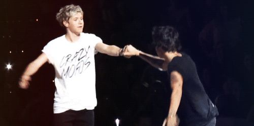Happy birthday, Niall Horan: 20 GIFs of hugs from Harry Styles - Zap2it | News & Features
