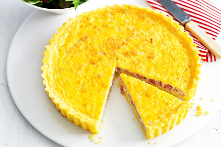 For those of us who can't eat gluten, try this great makeover of a classic quiche recipe! This FODMAP friendly quiche recipe for a Low FODMAP diet.