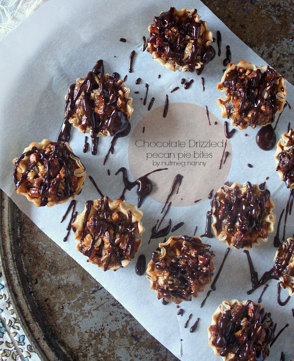 Chocolate Drizzled Pecan Pie Bites by Nutmeg Nanny: Food Recipes, Pecans Cookies, Pies Bites, Pecans Pies, Drizzle Pecans, Chocolates Drizzle, Nutmeg Nanny, Pecan Pies, Delicious Cookies