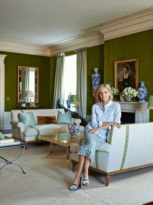 Queen Tory in her FLAWLESS green velvet-lined Upper East Side...