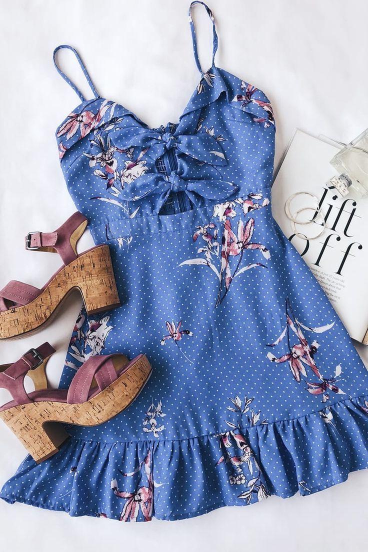 Vanessa Periwinkle – Blaues Minikleid mit Blumenmuster und Bindefront