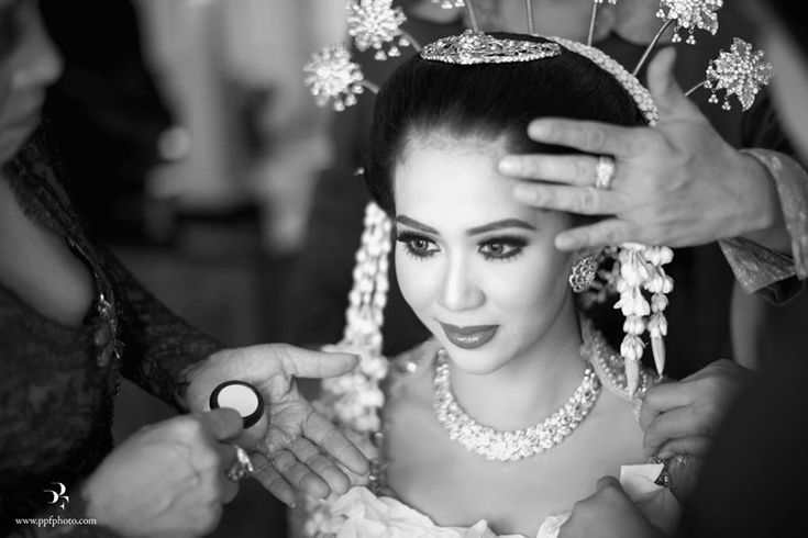 Javanese bride. Makeup by Adi Adrian. Hair do by Mamie Hardo - www.thebridedept.com