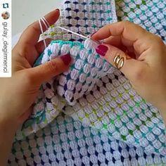 Olhem que lindo esse ponto e fácil de fazer, ensinado lindamente pela querida  @gulay_degirmenci  Essa é a primeira parte  #crochet #pontosdecroche #videoaula