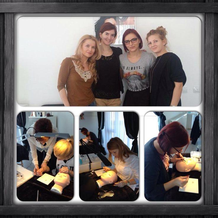 Cursul Xtreme Lashes din Oradea s-a terminat cu succes. Ne mandrim cu stiliste indemanatice si foarte harnice! Bine ati venit in echipa Xtreme Lashes! www.xtremelashes.ro