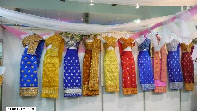 traditional laos wedding dress | Lao Wedding Dress and Lao Silk Skirt : Sao Darly