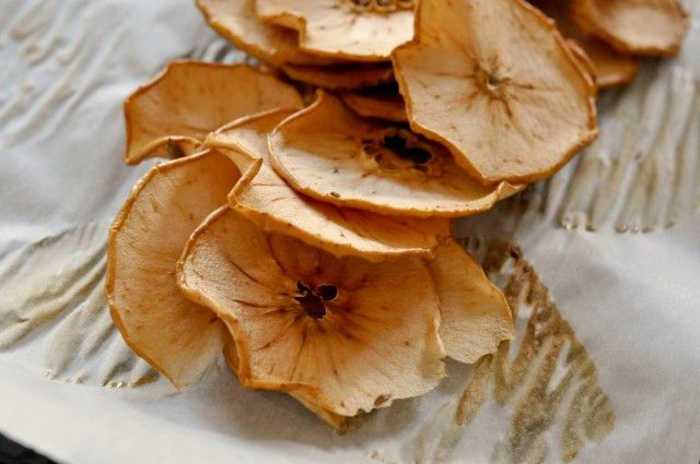 how to make dried fruit potpourri in the oven with potpourri recipe 1 dried lemon slice 2 dried orange slices; 2 dried pear slices;  3 dried apple slices; 5 cinnamon sticks; 1/2 cup whole cloves; 1/4 cup whole allspice; 11 tsp ground nutmeg 2 bay leaves
