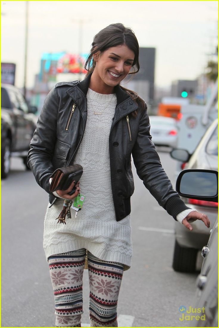 An another way to wear an aztec legging by Annie Wilson in 90210