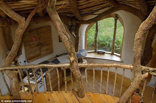 Un homme construit une maison de conte de fée à sa famille, pour seulement  3 680 €