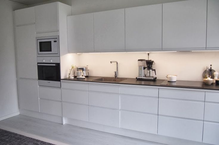 White minimalistic kitchen (Epoq, Gigantti)