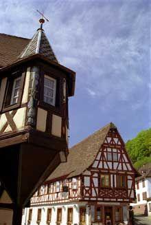 Oberbronn: Oriel de la maison vigneronne de 1610. (La maison alsacienne)