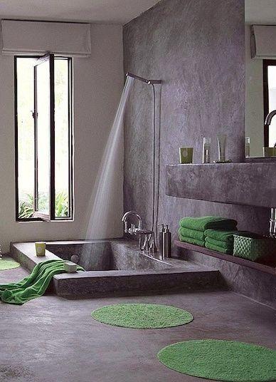 Baño completamente hecho de concreto. La tina y las repisas también.  Un concepto diferente natural que refleja tranquilidad